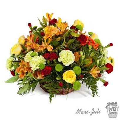 Ref.FMJ0022.Centro formal redondo con flores variadas, tonos dominantes en amarillos y rojos.